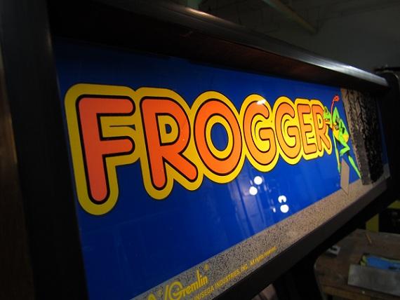 Frogger.Arcade.Marquee-www.arcadespecialties.com