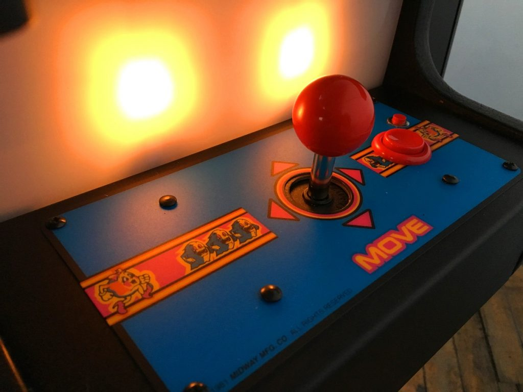 Ms-Pac-Man-Arcade-Cocktail-Tabletop-machine