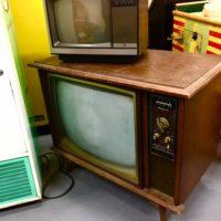 vintage-tv-prop-rentals-brooklyn